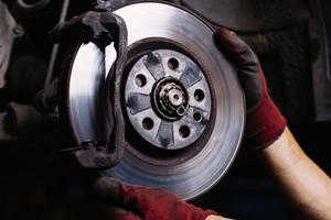 Hướng dẫn cách kiểm tra và làm láng đĩa phanh xe hơi đơn giản nhất