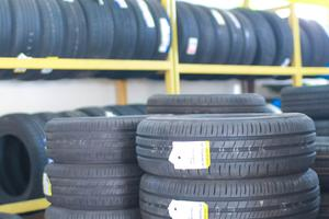 Vì sao bạn nên dùng lốp xe ô tô chính hãng