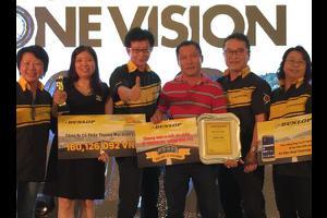 Đình Cẩm nhận giải 1 trong 3 đại lý xuất sắc nhất về bán lốp ô tô Dunlop, Falken, Toyo Tires, Michelin,Bridgestone, Maxxis, Presa