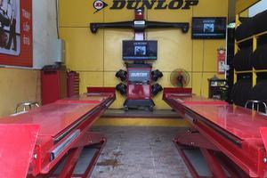 Dây chuyền đồng bộ máy căn chỉnh chụm và góc lái bằng thiết bị HUNTER hiện đại