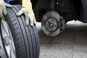 Lốp ô tô bị mòn thay ngay kẻo nguy hiểm tới tính mạng và tài sản