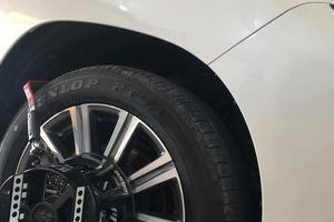Xe ô tô bị nổ lốp gây mất an toàn trong quá trình di chuyển