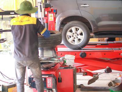 Những vấn đề an toàn liên quan đến lốp xe ô tô bạn cần biết